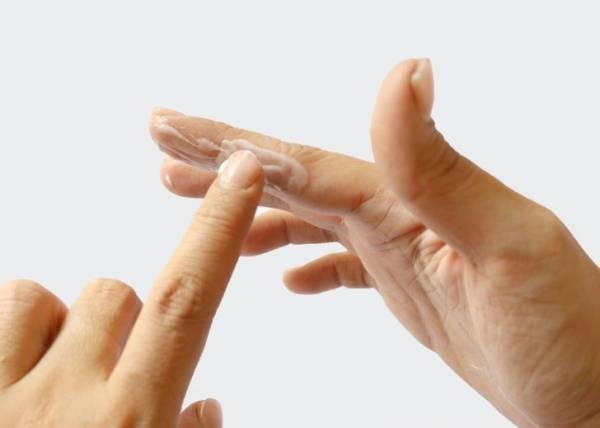 از بین بردن اثر چسب بر روی پوست